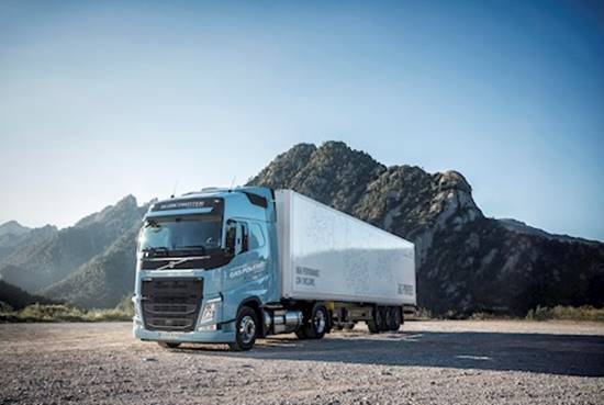 Volvo Trucks is now introducing Euro 6-compliant heavy duty trucks running on liquefied natural gas or biogas.)