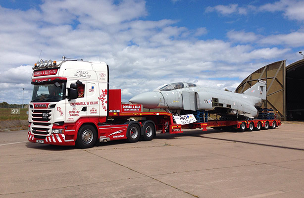 Transporting abnormal and heavy loads can be daunting task, but not for the experts and leading the way in this field of expertise is Donnell & Ellis Heavy Haulage Ltd. )