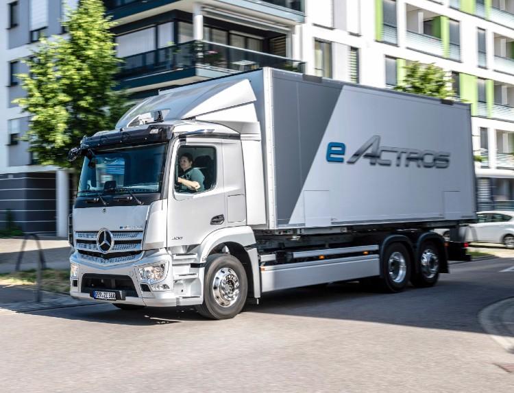 Mercedes-Benz eActros)