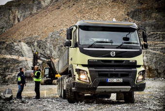 The new Volvo FMX is easier to drive)