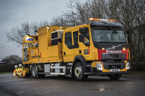 18-tonne Volvo FL with factory-fitted Crew Cab )