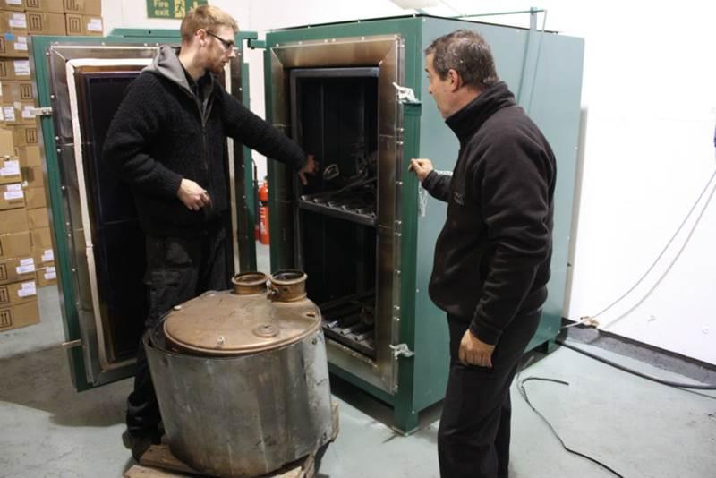 DPF Clean Team cleaning a DPF filter using its new fleet-friendly equipment)