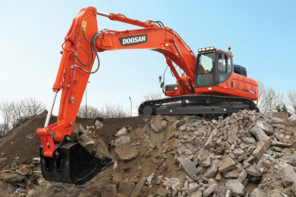 F McParland & Co Ltd also provides clay, topsoil, screened topsoil, crushed stone as well as demolition salvage and site clearance.)